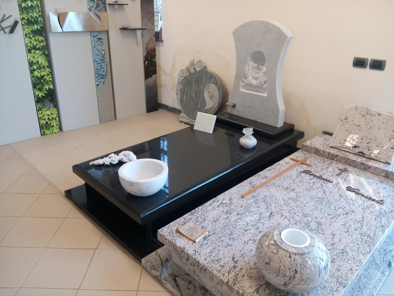 Bandoni marmi lucca marmista per top bagno e piani di for Nei piani domestici di terra